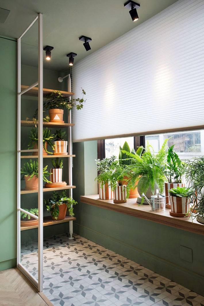 полка для комнатных растений на балконе