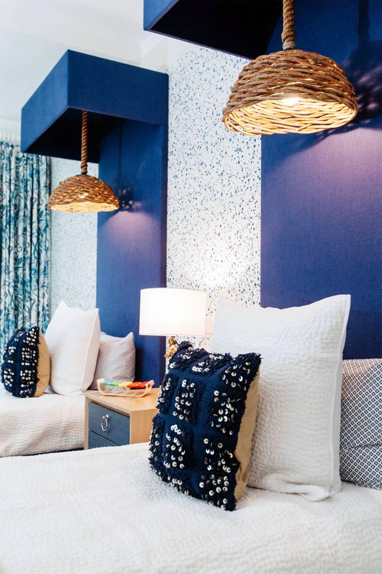 Love it! Подвесные лампы на шнурах над кроватью