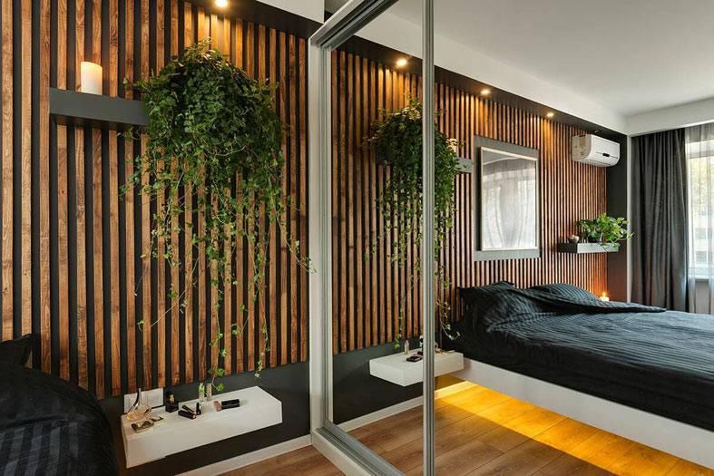 как отделать стену в спальне деревянными рейками