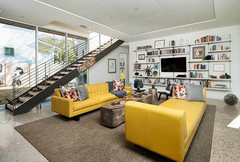 современный дом с желтыми диванами фото
