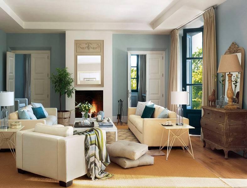 холодный голубой цвет стен и бежевая мягкая мебель
