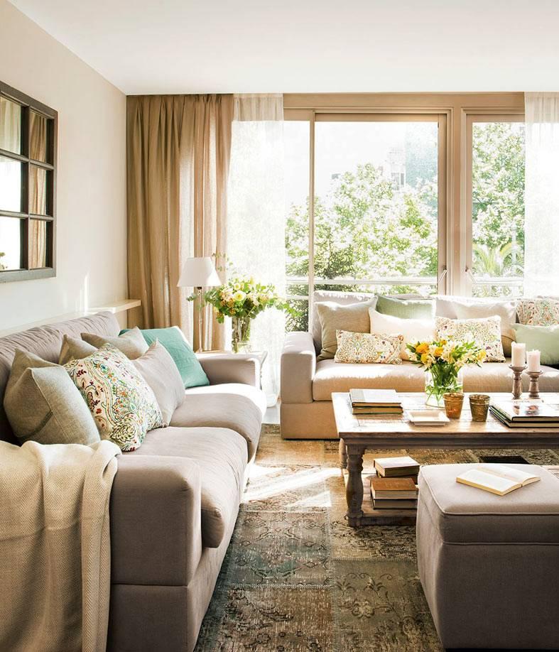 светлая гостиная комната, залитая солнцем