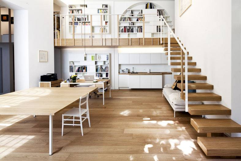 лофт прострастранство в квартире, рабочая зона с библиотекой