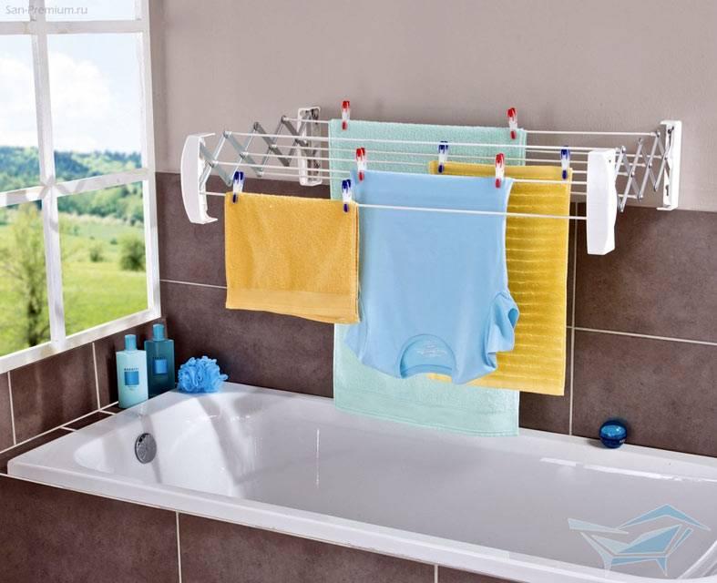 сушилка для белья на стене в ванной