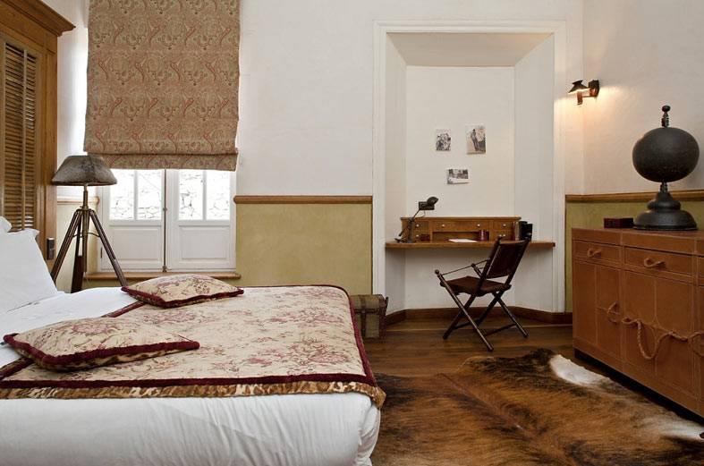 дизайн спальни в стиле ретро, рабочий стол в нише