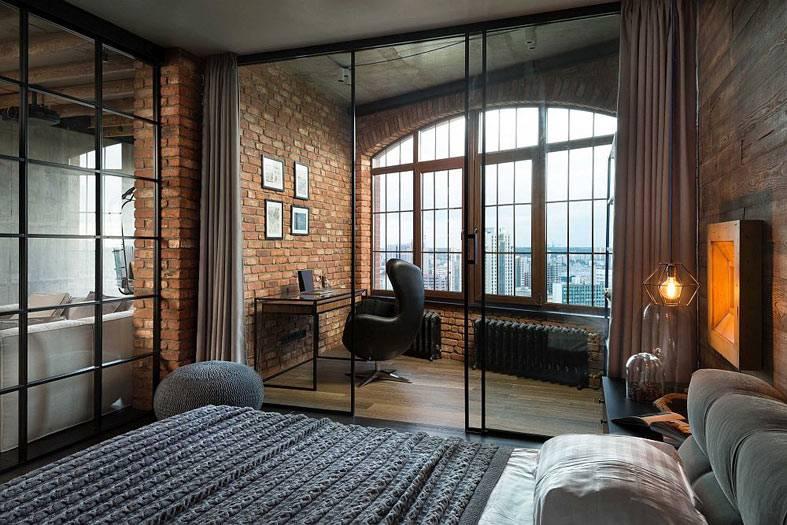 стеклянная перегородка между домашним офисом и спальней