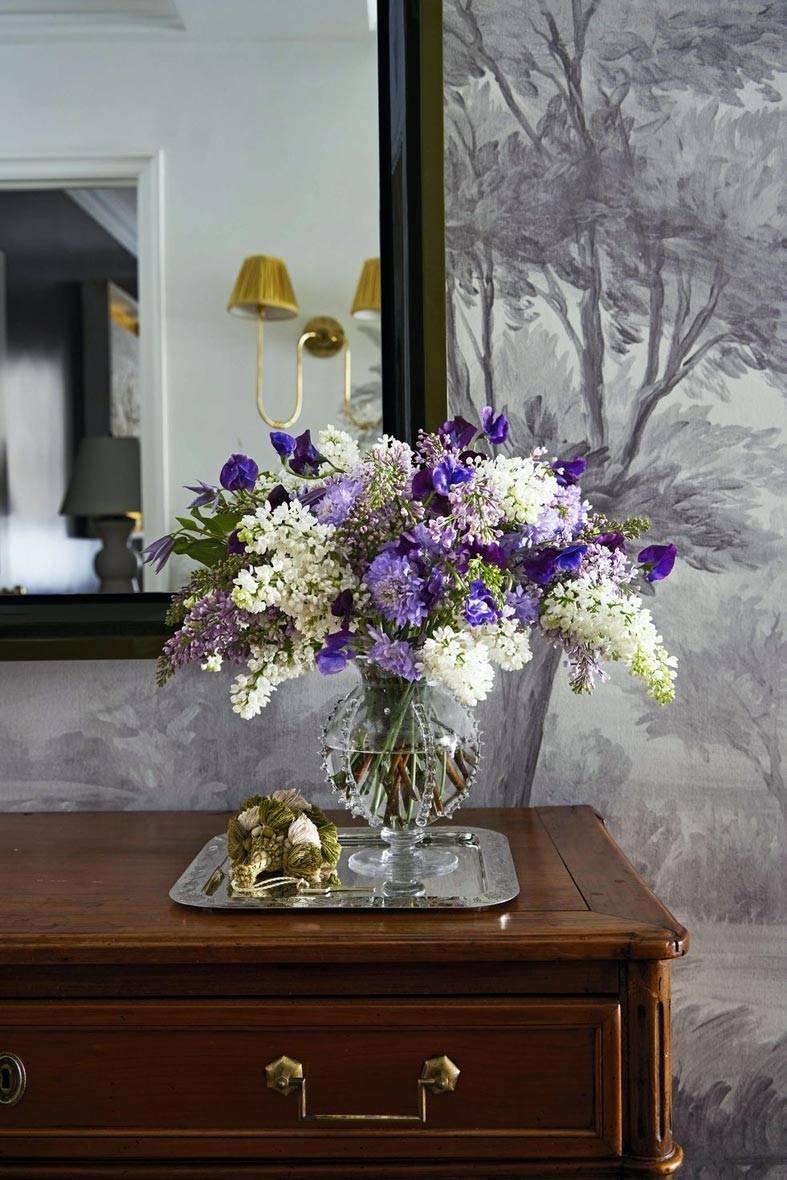 расписные обои, красивые цветы в вазе