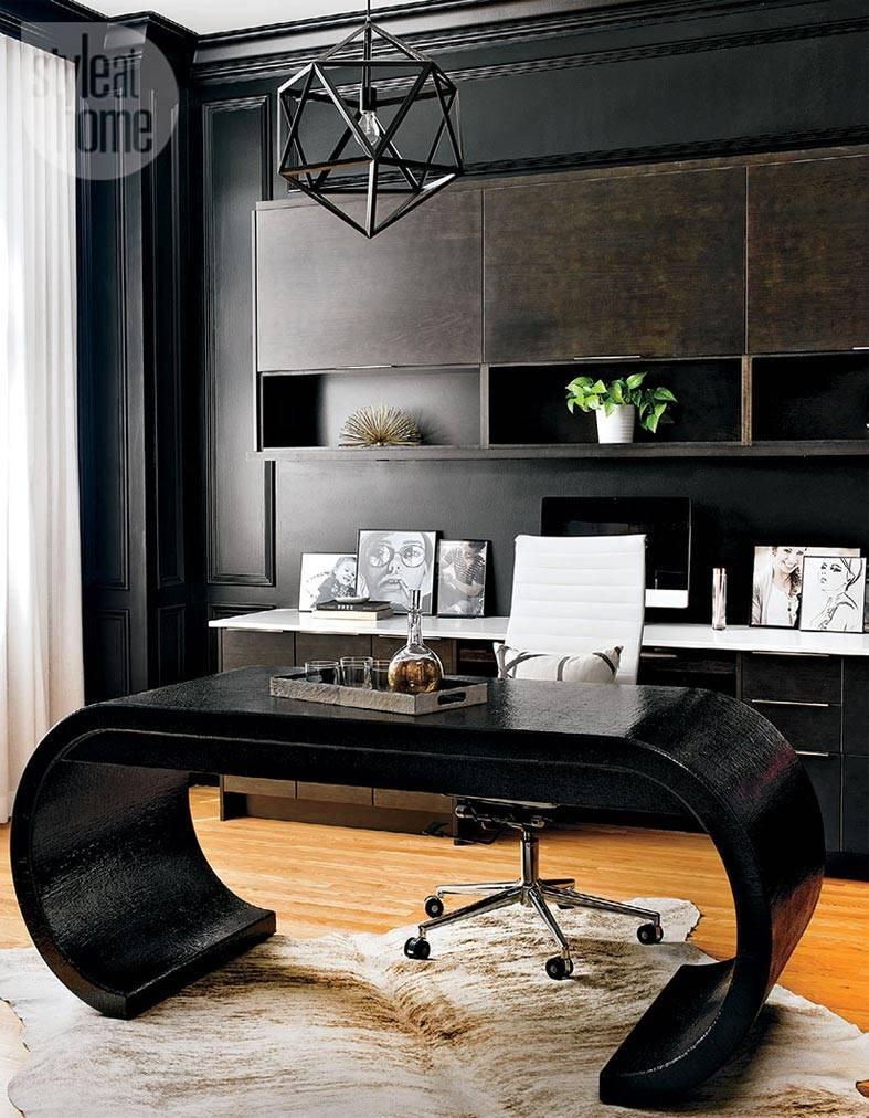 черный стол необычной формы в темном кабинете
