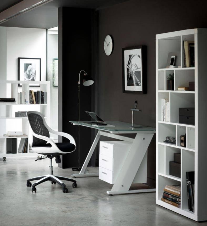 стильная белая мебель на фоне черных стен