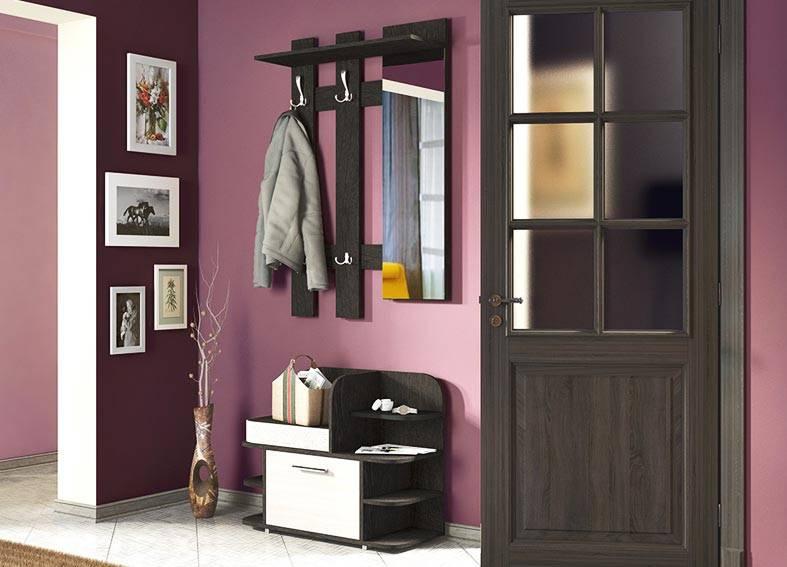 лиловый цвет стен и черная мебель в интерьере