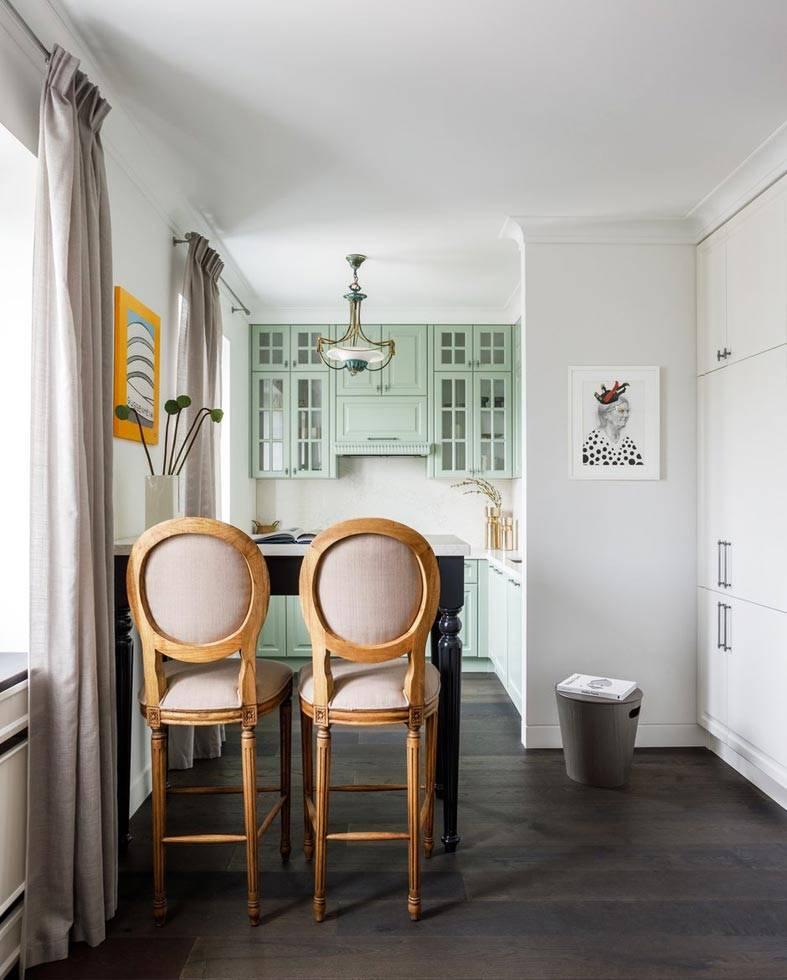 маленькая кухня, расширена за счет пространства гостиной
