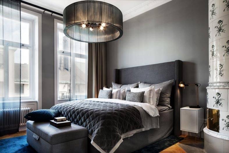 темные цвета для оформления спальни, черный абажур люстры