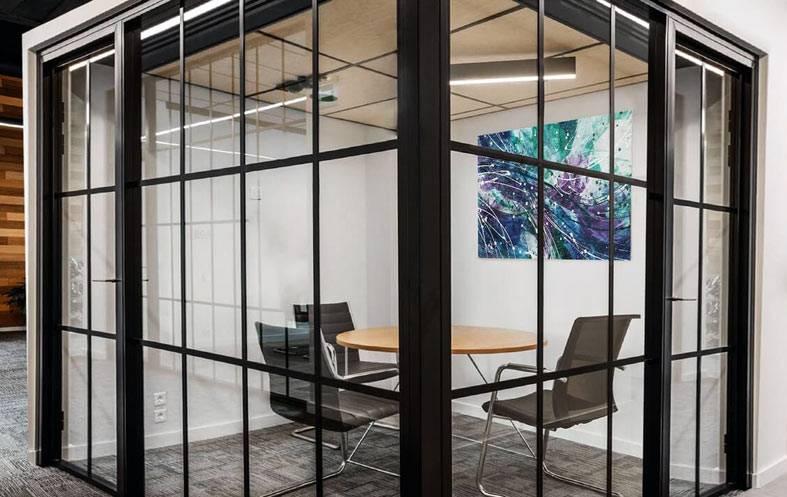 стеклянный офис - помещение с прозрачными стенами