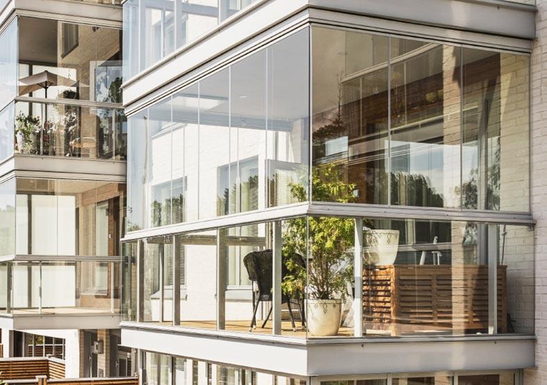 Безрамное остекление балконов и лоджий — плюсы и минусы конструкций