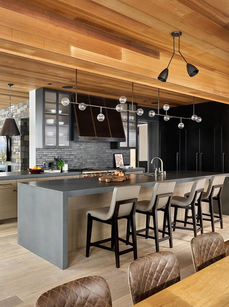большая кухня в доме с деревянным потолком фото