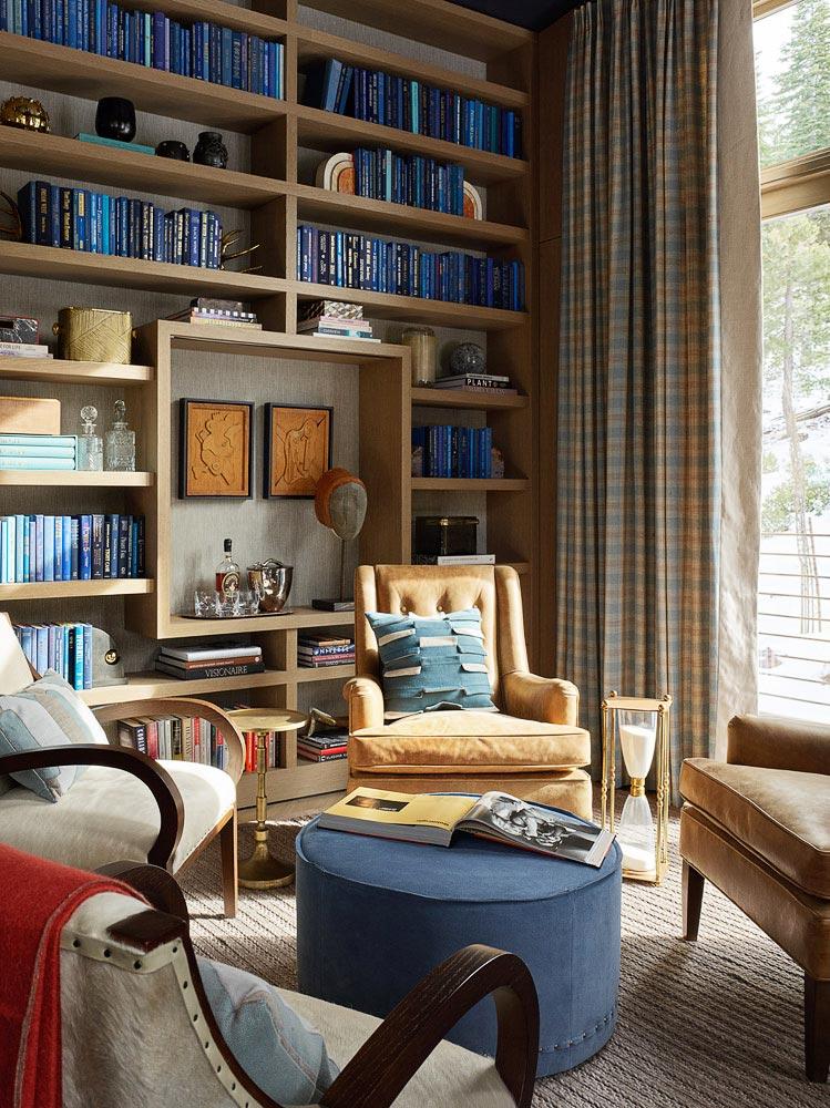 комната для чтения, большая библиотека в доме