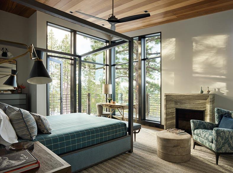 спальня с угловым балконом и шикарным видом на лес