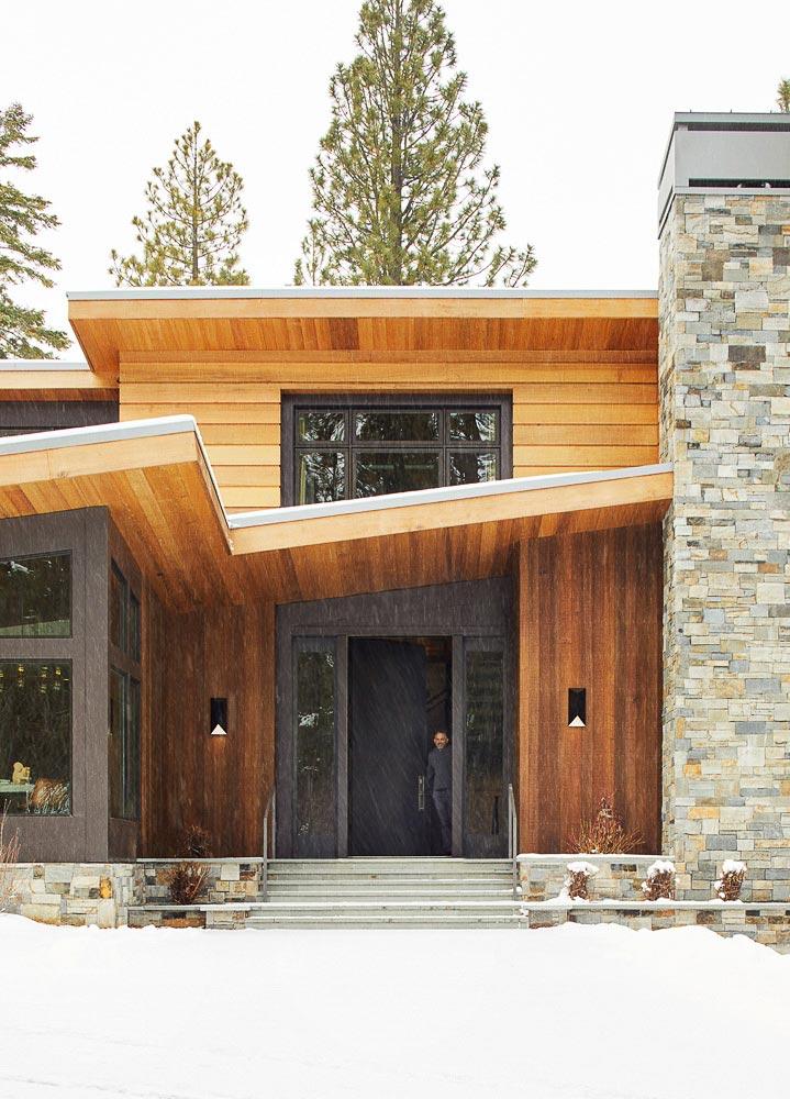 современный фасад дома из кирпича и дерева фото