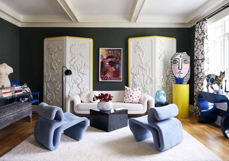черные стены в интерьере, белые ширмы для декора