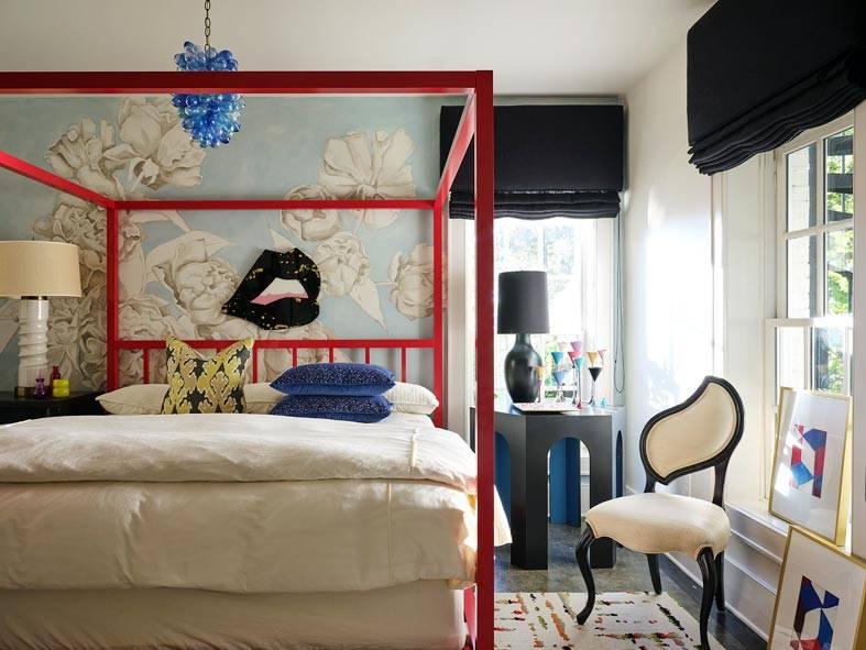 игривый дизайн спальни, красная кровать фото