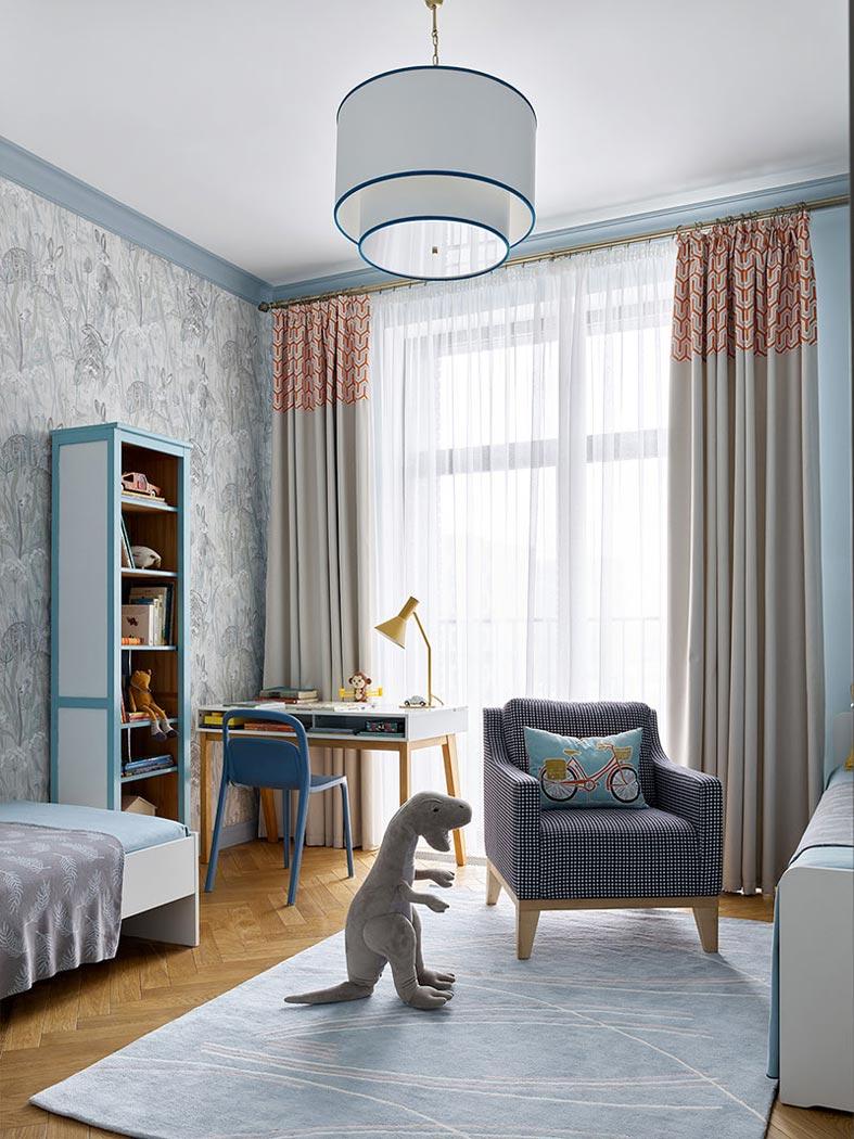 строгий интерьер для детской комнаты в синем цвете