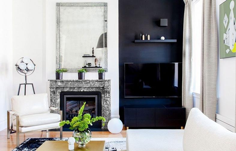 комната с двух цветах - белом и синем, мраморный камин