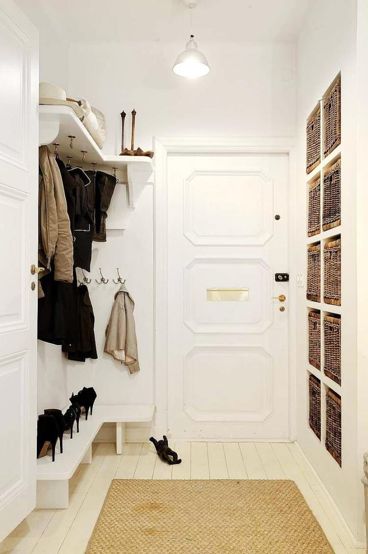 стена с нишами для плетеных корзин фото
