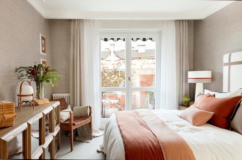 терракотовый цвет текстиля для спальни фото