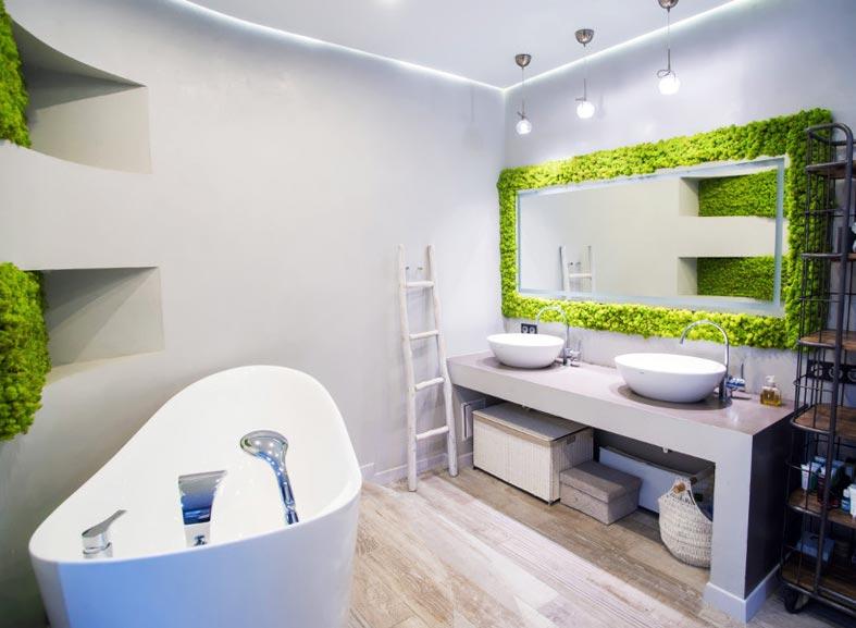 оформление зеркала в ванной комнате с помощью зеленого мха