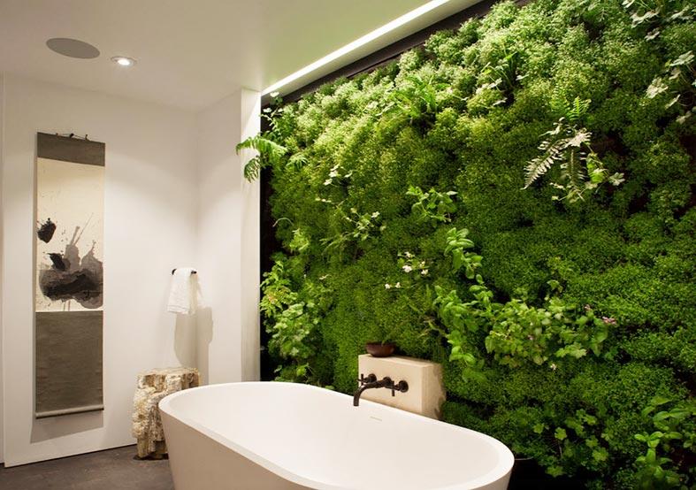 фотостена из мха и папоротника в ванной с подсветкой
