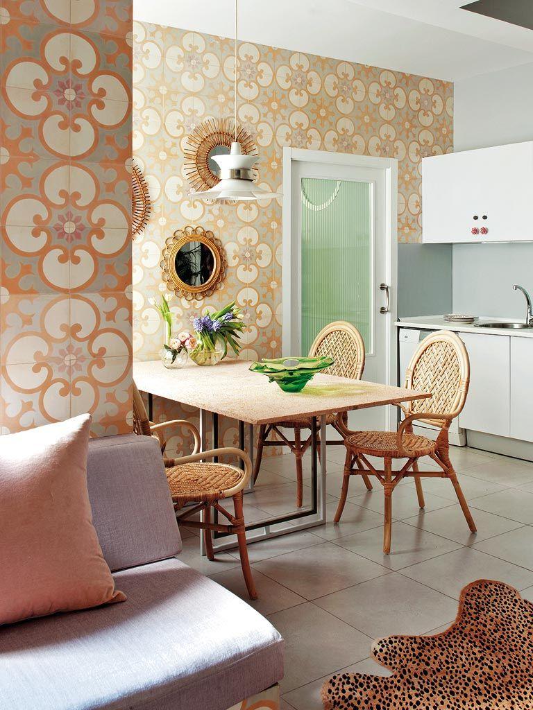 плитка в ретро стиле на стенах кухни фото