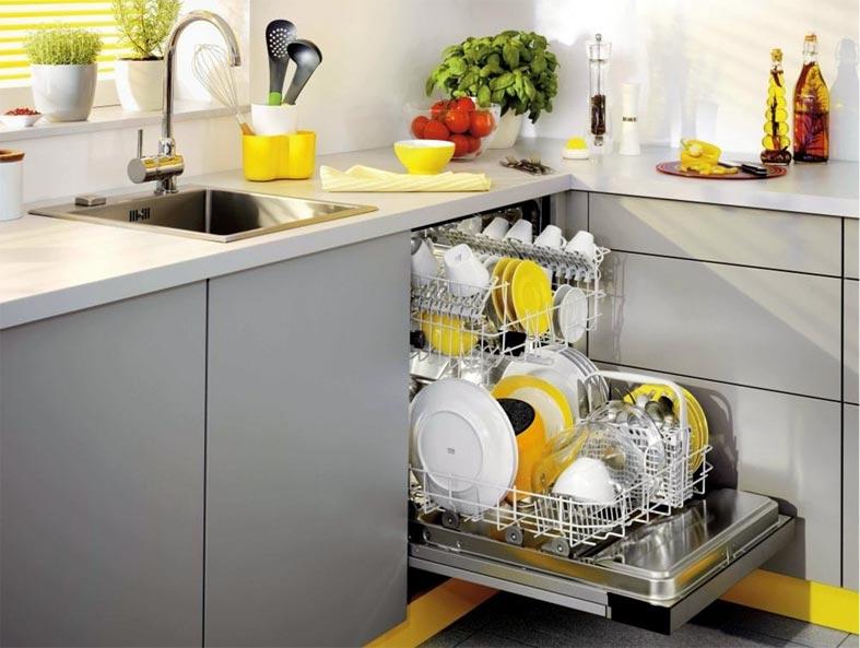 серый кухонный гарнитур с желтыми акцентами фото