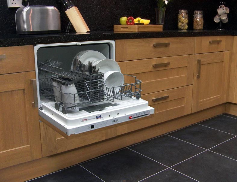 компактная малогабаритная посудомоечная машина