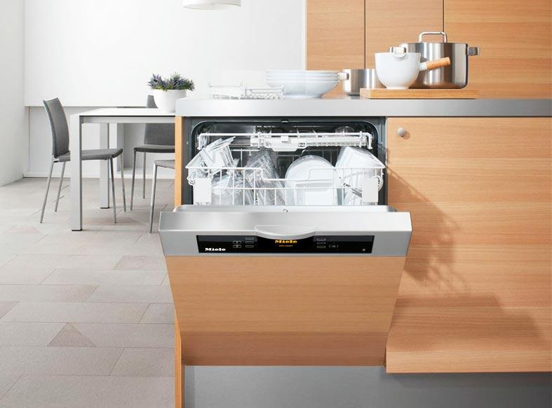 посудомойка Miele встроенная в кухонный гарнитур