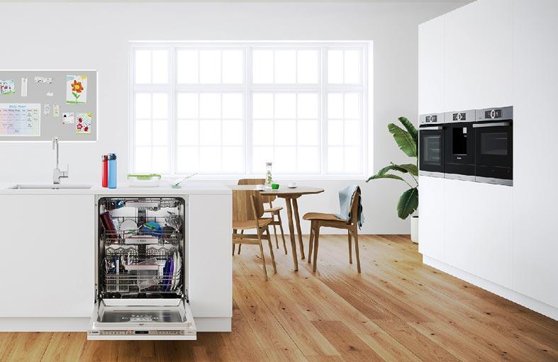современная кухня - светлая, просторная с паркетным полом