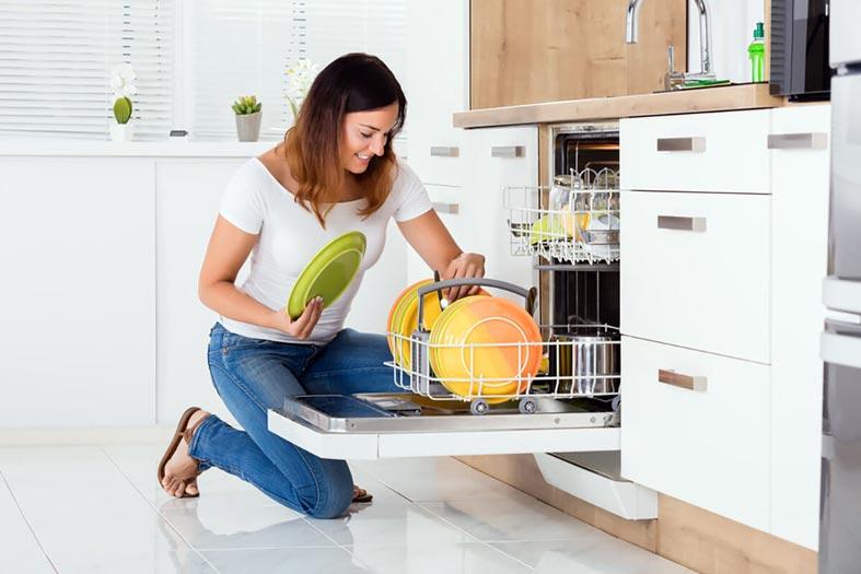 удобное расположение посудомоечной машины на кухне