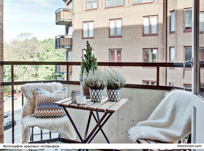 пледы и подушки для балкона в осеннее время