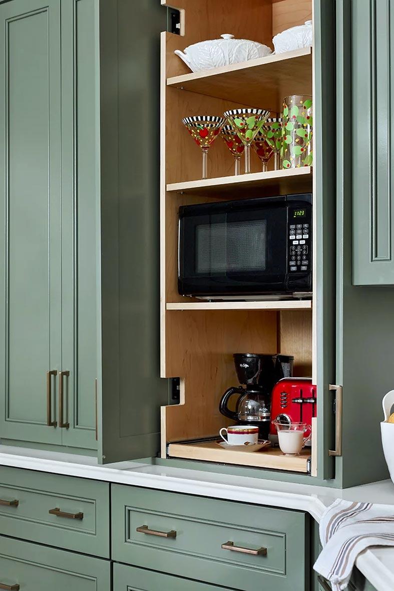 встроенная кухонная мбель, кофейный уголок на кухне