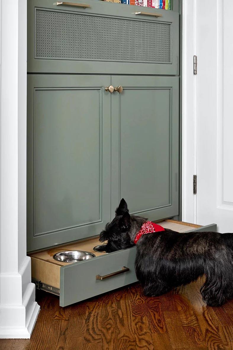 выдвижной ящик с мисками для собачьего корма фото