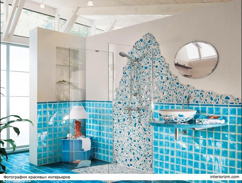 колоритная средиземноморская плитка-мозаика в ванной