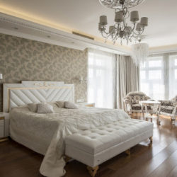 Оформление спальни в классическом стиле в светлых тонах (60+ фото)